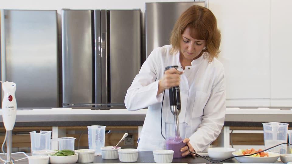 KassensturzTests  Der Zauberstab der Hausfrau Stabmixer im Test  Kassensturz Espresso  SRF