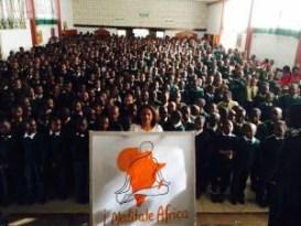 Sri Sri Ravi Shankar inspires over 500 000, in Africa, to meditate for peace.
