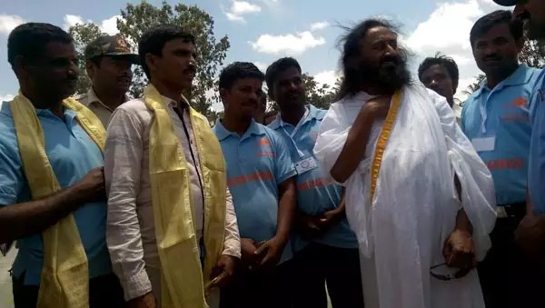 Sri Sri Ravi Shankar inspects Vedavathi Rejuvenation project sites
