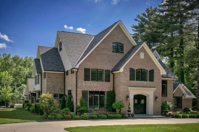 Custom home for corner lot in St Louis MO