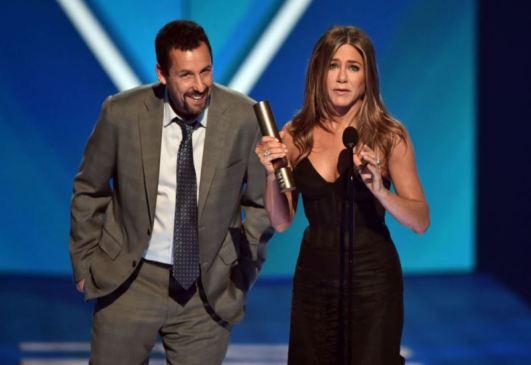 Adam Sandler e Jennifer Aniston (Foto: Divulgação / Crédito: E! Entertainment).