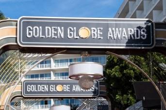 Entrada do The Beverly Hilton Hotel preparada para a primeira grande festa da temporada de premiações americana (Foto: Divulgação / Crédito: HFPA Photographer).