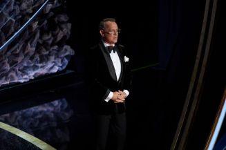 """Tom Hanks, indicado ao Oscar de ator coadjuvante por """"Um Lindo Dia na Vizinhança"""", no palco do Dolby Thatre (Foto: Divulgação – Crédito: Phil McCarten / ©A.M.P.A.S.)."""