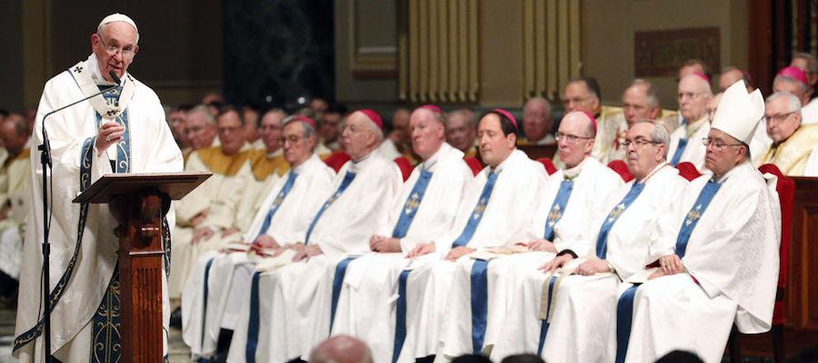 Papa pide participación laicos