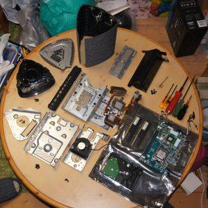 バラバラに分解した状態で新SSD待ち