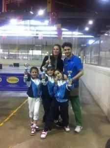 Elena Sofia Manca e Lorenzo Nini con le piccole atlete di fioretto.