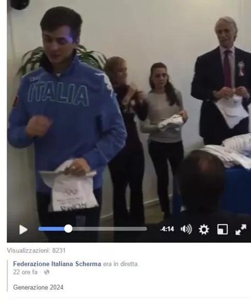 Giacomo Mignuzzi con la maglietta e il cappellino di Roma 2024