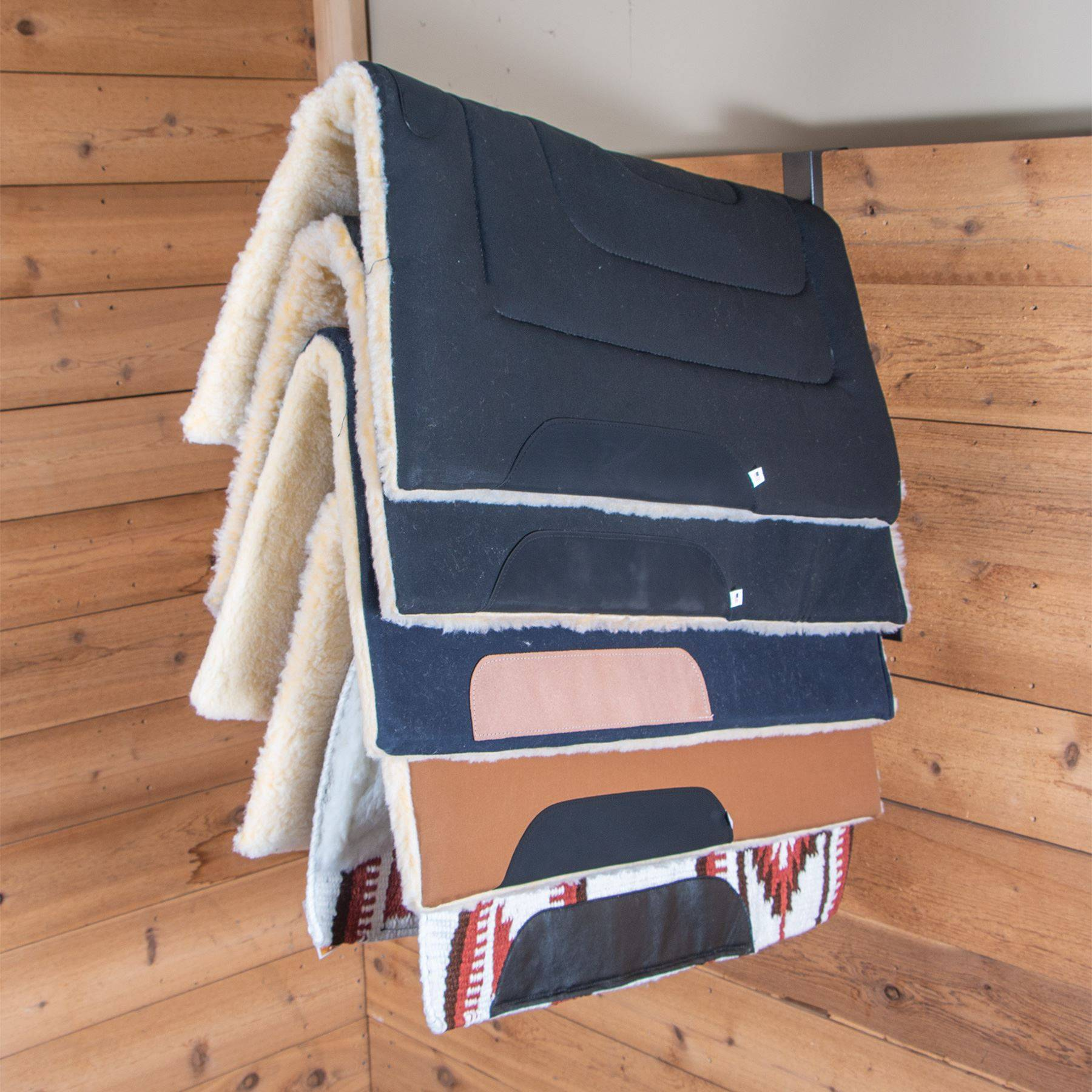 easy up portable wall hanging 5 hook saddle pad rack