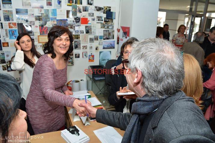 Светлана Трифоновска с министъра на културата Рашко Младенов на премиерата на книгата и откриването на изложбата