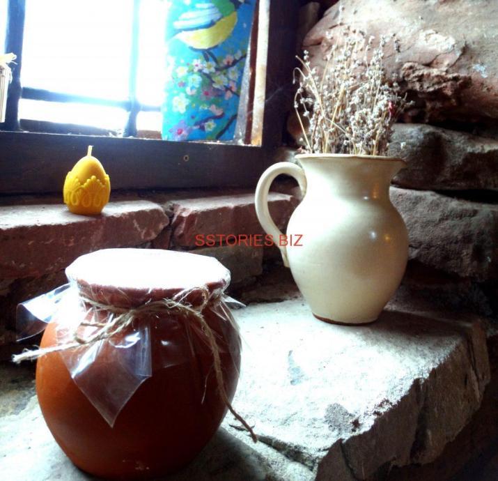 Овче кисело мляко в гърненце и декоративна свещ от восък