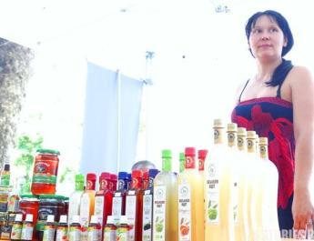 Лидия: Лъжица ябълков оцет и мед, прави кожата да сияе