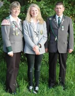 Bundesjugendköigin Kim Timmermann mit ihren Eltern