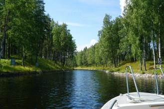 Matka vie läpi idyllisten kanavien - Idyllic channels and waterways
