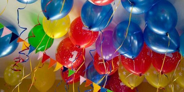 كيفية استخدام البالونات لتزيين الحفلات وأعياد الميلاد بأربع طرق مختلفه