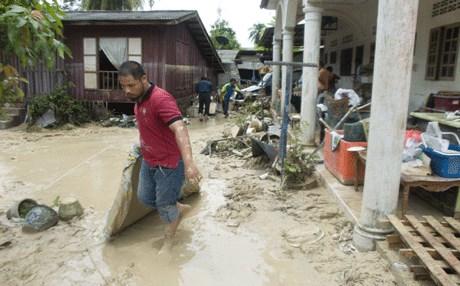 الفيضانات في ماليزيا تتسبب فى إجلاء 19 ألف شخصٍ