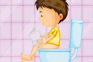 ما هو الوقت الأنسب لتدريب طفلك على دخول الحمام