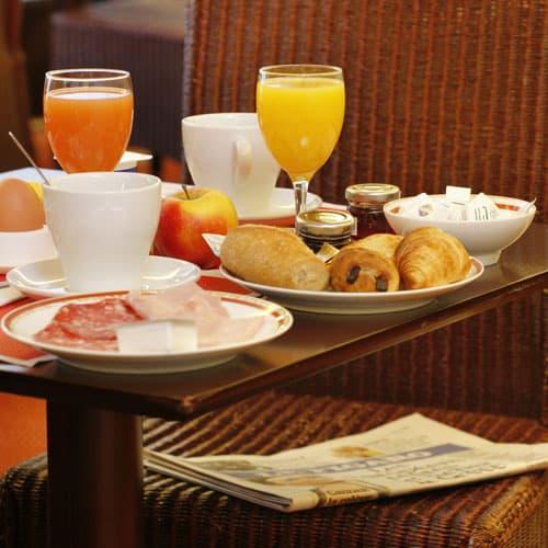Petit Déjeuner à l'hotel des Marins