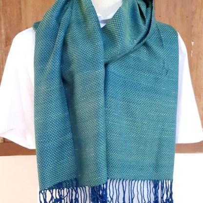 blauwgroene sjaal met raindrop motief
