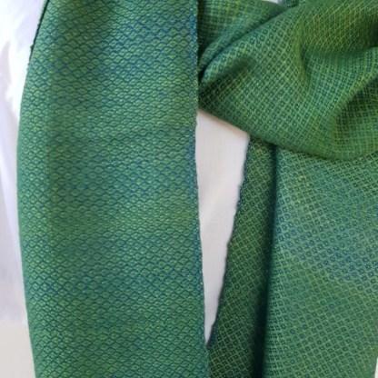lichtgroene sjaal met klein ruitpatroon