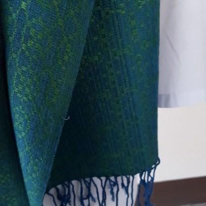 lichtblauw met grasgroen patroon