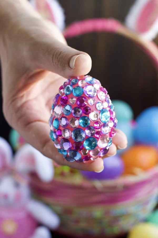 These jeweled Easter eggs are an easy craft that the kids will love hunting for on Easter morning!