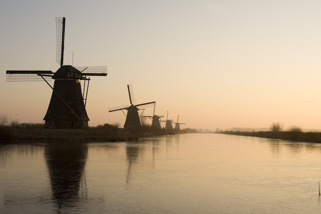 Daily travel links for 2018-11-14: Dutch fighting overtourism, airport game and untaken travel photos
