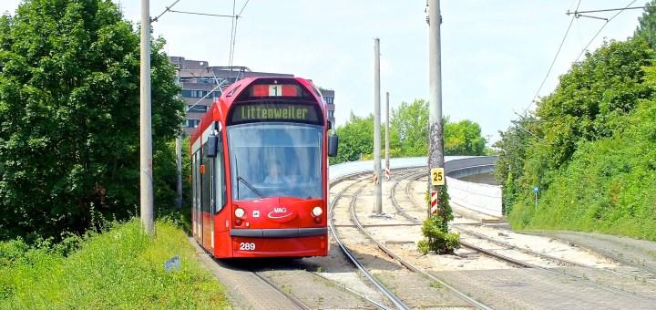 """TW 289 von der """"Bissierstraße"""" bei der Einfahrt in die Haltestelle """"Runzmattenweg"""""""