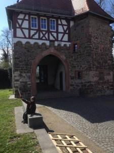 Burg Dornberg (Groß-Gerau) mit Ritter
