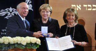 Verleihung der Ohel-Jakob-Medaille in Gold an die Bundeskanzlerin der Bundesrepublik Deutschland Dr. Angela Merkel am zehntem Jahrestag der Einweihung der neuen Münchner Hauptsynagoge Ohel Jakob Quelle Foto: Jüdische Kultusgemeinde München