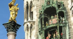 Mariensäule und Glockenspiel München Marienplatz