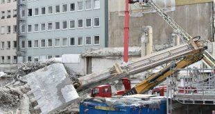 Bagger in der Sonnenstraße in München durch Kellerdecke gestürzt Quelle Foto Feuerwehr München