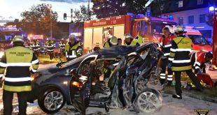 Verkehrsunfall mit zwei Toten in München-Trudering Quelle Foto Feuerwehr München