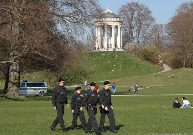 Coronakrise Polizeikontrolle Englischer Garten München