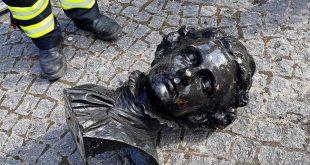Büste von König Ludwig II an Corneliusbrücke in Isar versenkt und von Feuerwehr geborgen