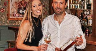 Little London Geschäftsführer Mario Pargger und seine Partnerin und Produktdesignerin Madlaine Heinrich präsentieren den neuen Aperitiflikör Hopsn