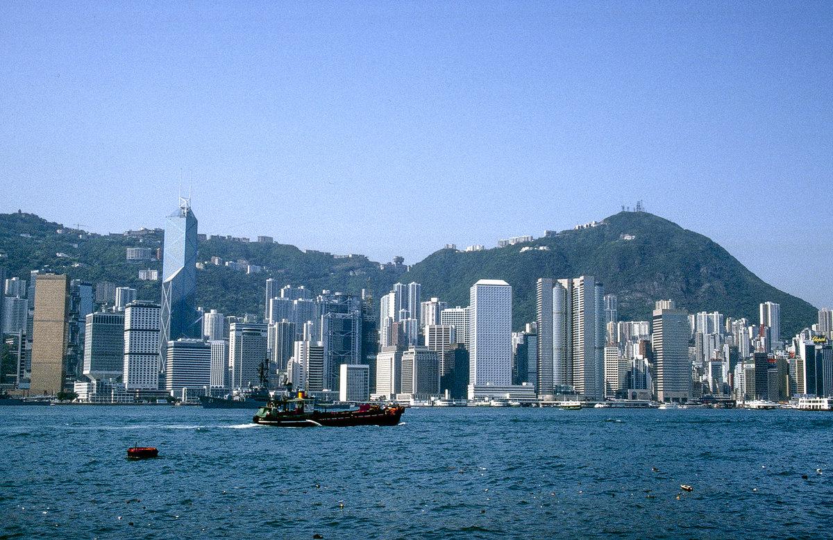 Hong Kong Island von Kowloon aus gesehen. Bild vom Dia - Staedte-fotos.de