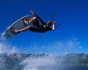 Kitesurf in salto