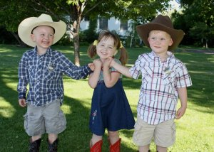 3 kids at the Crooked River Roundup.