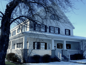 Exterior of the SK&H Prineville office in wintertime.