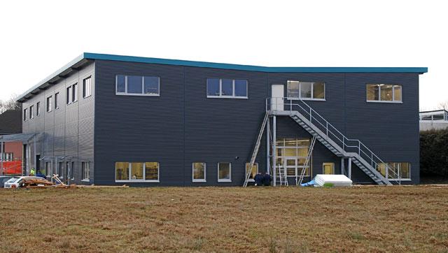 Stahlhalle Mit Wohnung halle mit wohnung bauen haus dekoration gewerbehallen stahlhallen systemhallen isoliert stahlhallen produkte hacobau