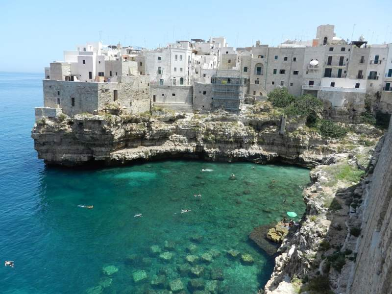 Tourists to Italy will need to pre-register to visit some regions this summer