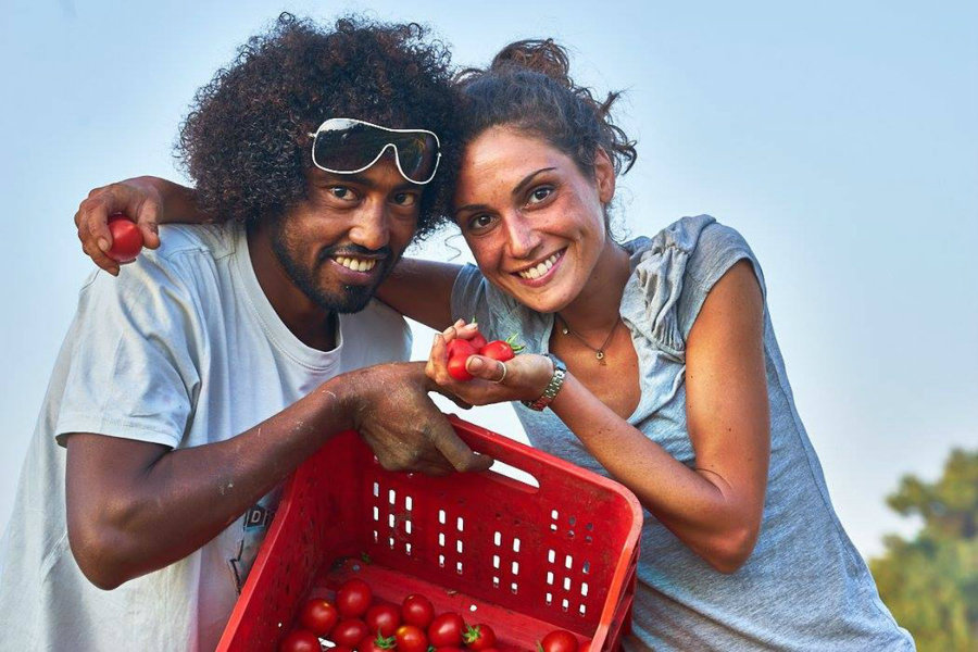 Tomato workers fight exploitation by making their own sauce in Apulia