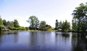 Boningshuset och ån