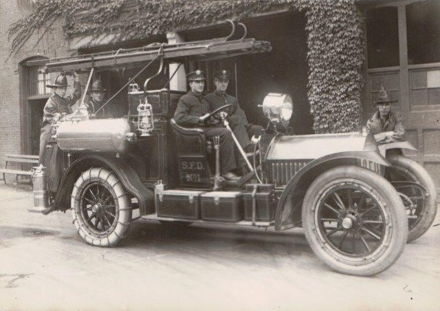 1910.5.9 – Locomobile – Combination Chemical and Hose Car ...