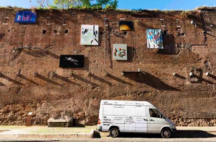 Roma, l'allestimento della mostra Insieme