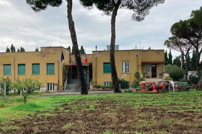 Monte Ciocci, la facciata della scuola agraria Domizia Lucilla