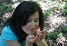 Asti e il primo piano di Linda Frei nel bosco
