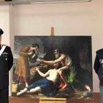 Carabinieri Tutela Patrimonio Culturale con il quadro recuperato dell'artista Niccolò Pussino