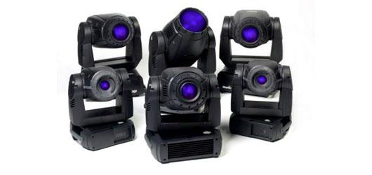 Projecteurs asservis. Leur mouvement, couleurs, intensité peut être programmé selon la disposition de votre stand.