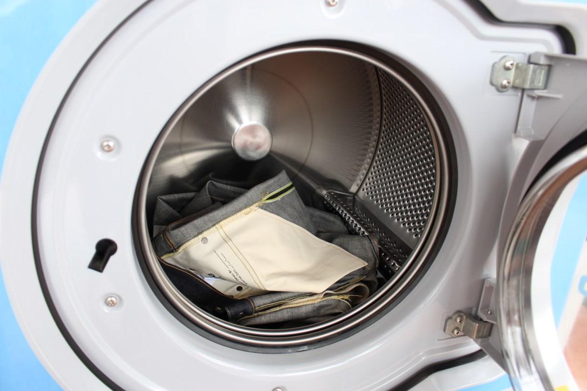 新品のデニムパンツって洗った方がいいの?洗い方の注意点は?